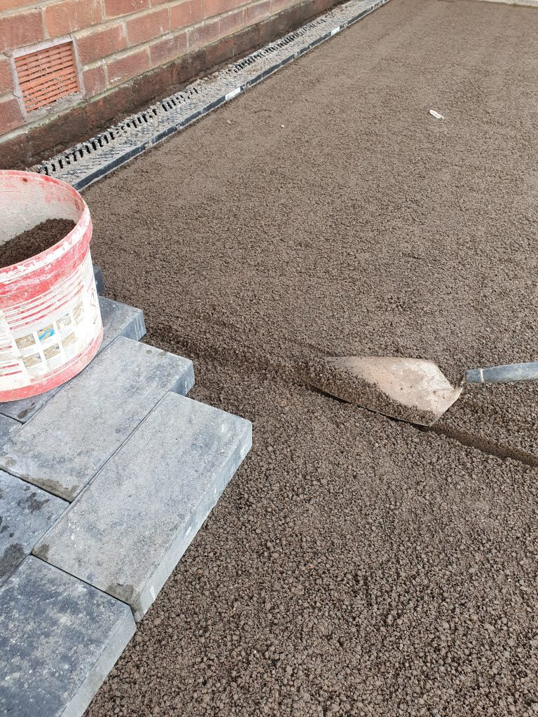trowel filling the bar void