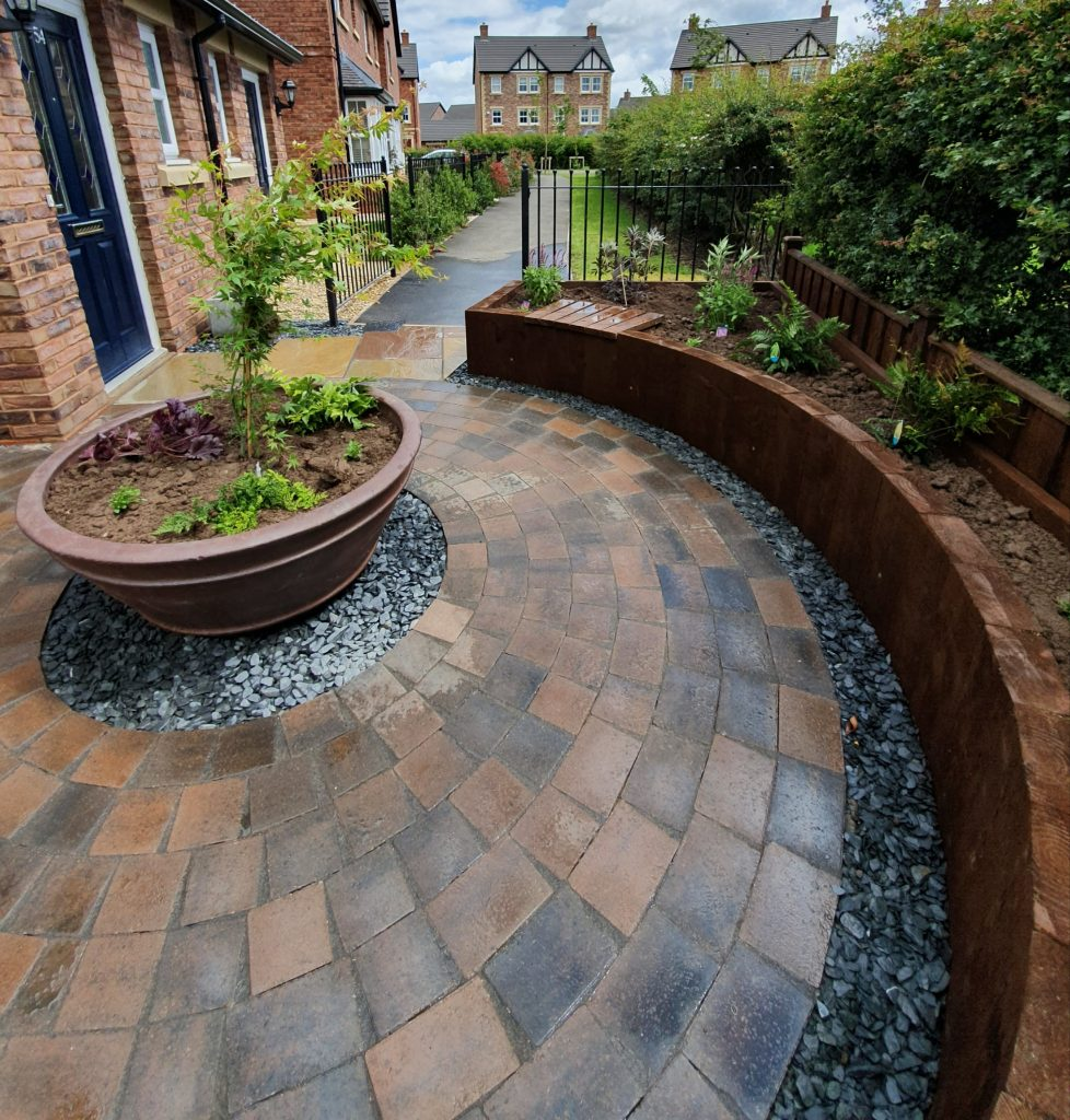 Large cermaic pot cenrepice in this landscaped garden