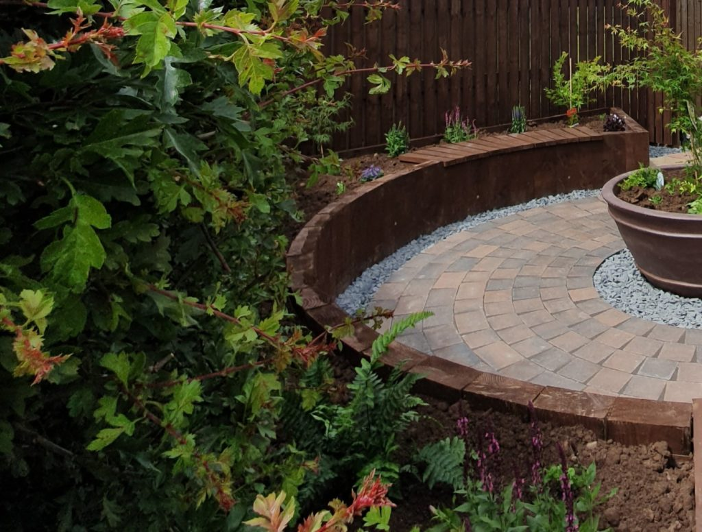 curved sleeper wall and round paving